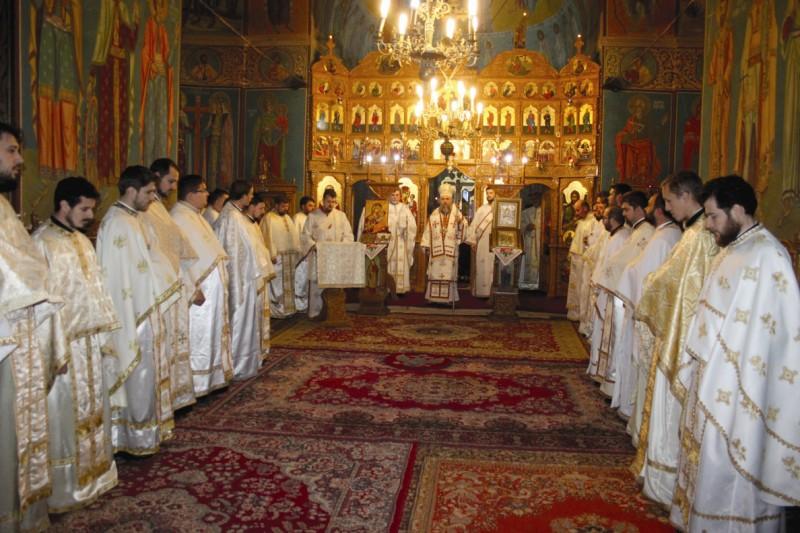 Slujba Sfintei Liturghii în biserica din Făurei