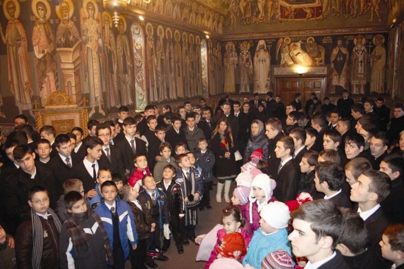 Tinerii seminarişti la Sfânta Liturghie