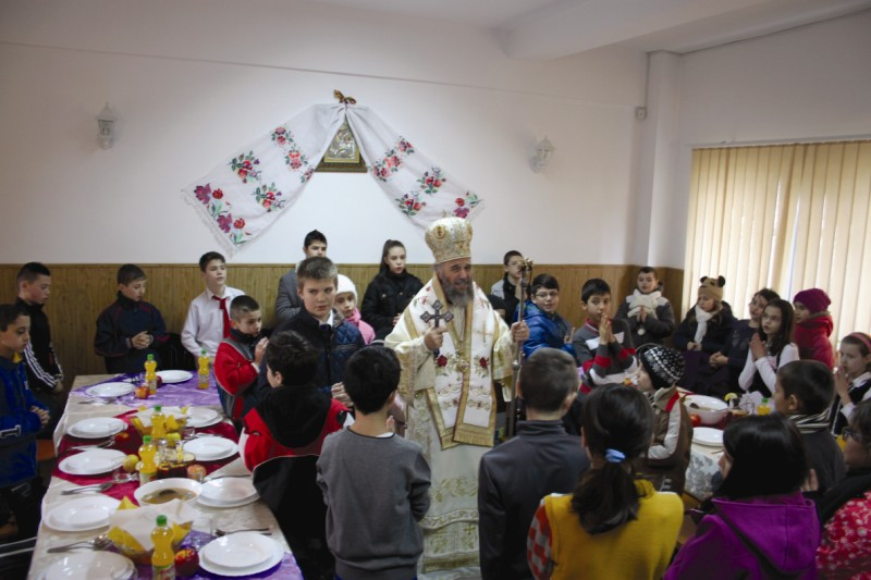 Binecuvântarea agapei de hram pentru copii