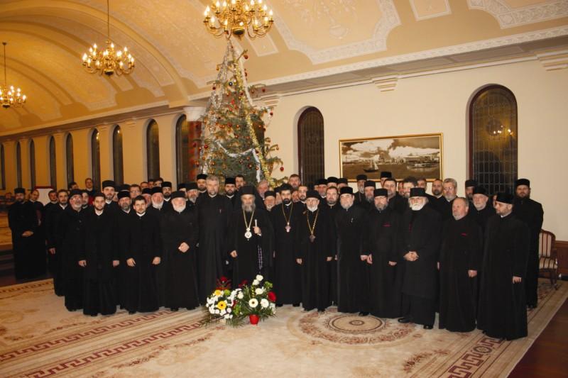Preoţi din protoieriile Galaţi, Tecuci şi Covurlui felicitând pe Înaltpreasfinţitul Părinte Arhiepiscop Casian, la începutul noului An 2014