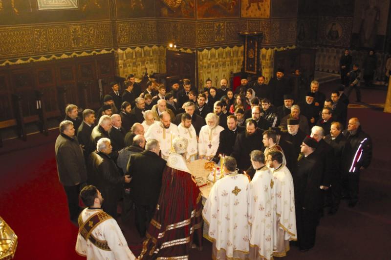 Parastas pentru ctitorii Catedralei Arhiepiscopale şi pentru membrii Adunării Eparhiale, trecuţi la Domnul