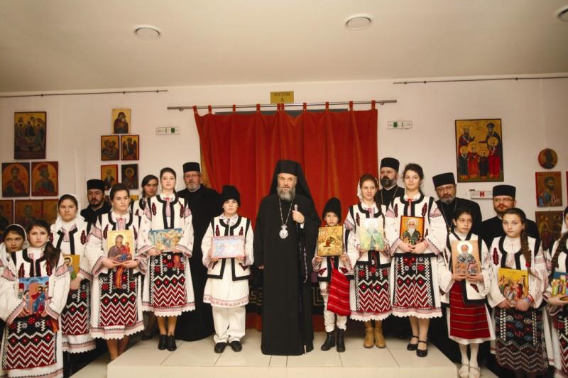 Înaltpreasfinţitul Părinte Casian în mijlocul tinerilor iconari, la prăznuirea Duminicii Ortodoxiei