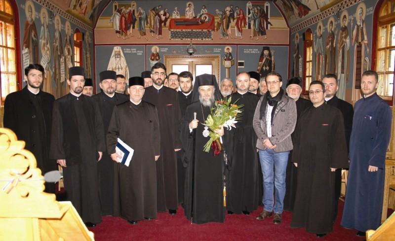 Înaltpreasfinţitul Părinte Casian în mijlocul preoţilor capelani din eparhie
