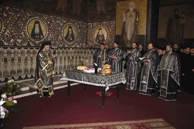 Înaltpreasfinţitul Părinte Casian oficiind slujba de pomenire a ierarhilor Dunării de Jos, în Catedrala Arhiepiscopală