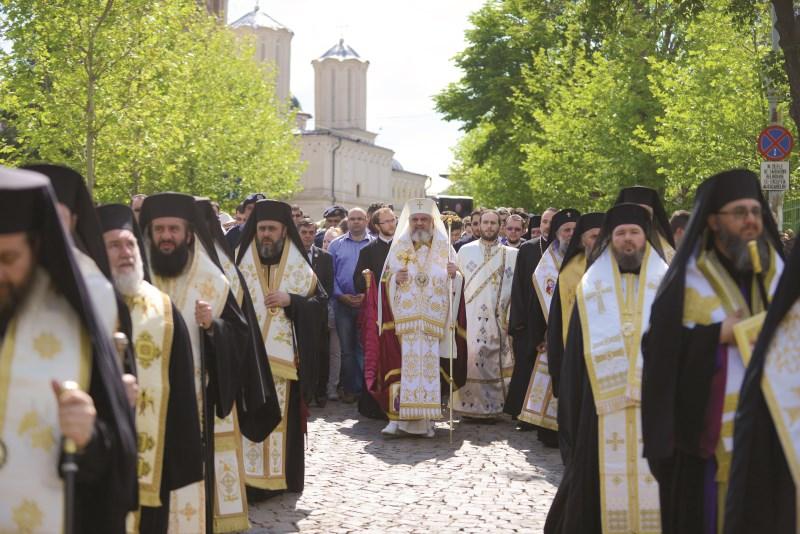 Preafericitul Părinte Patriarh Daniel în fruntea soborului de ierarhi participanţi la procesiunea cu moaştele Sfântului Constantin Brâncoveanu