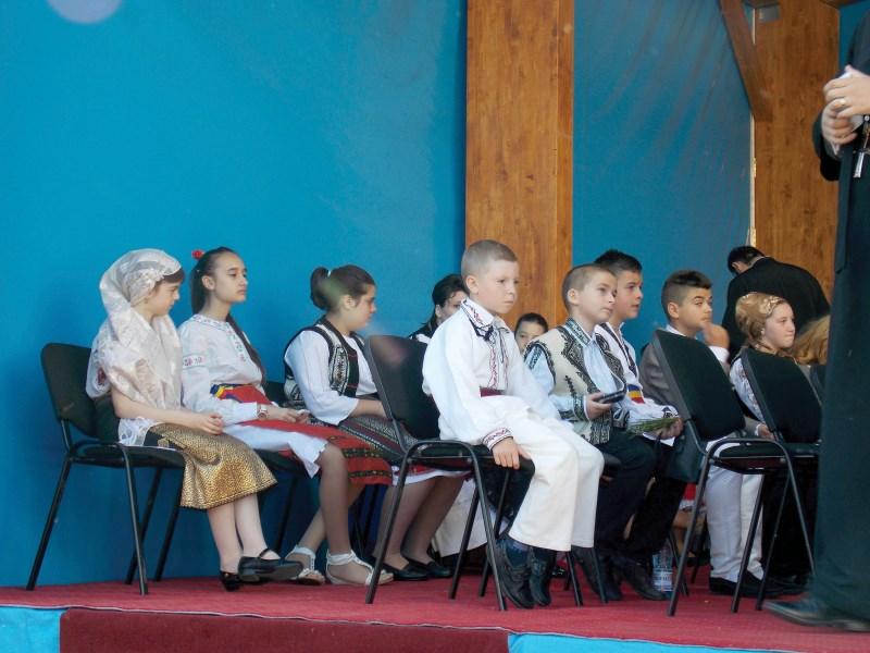 Tinerii reprezentanţi ai eparhiilor prezenţi la hramul istoric al Catedralei patriarhale