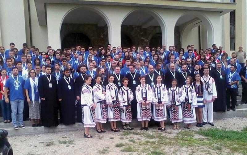 Grupul de tineri din Arhiepiscopia Dunării de Jos alături de ceilalţi participanţi din alte eparhii