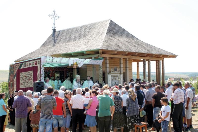 Moment de la slujba Sfintei Liturghii de hram