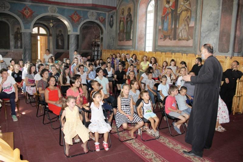 Activităţi educative în biserica parohiei