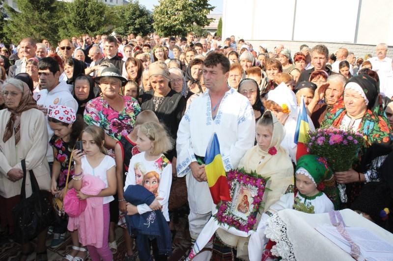 Pelerini veniţi la sărbătoarea hramului