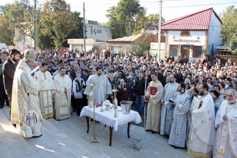 """12 octombrie 2014 - Sfinţirea noii biserici ,,Sf. Cuv. Parascheva"""" din Brăila"""