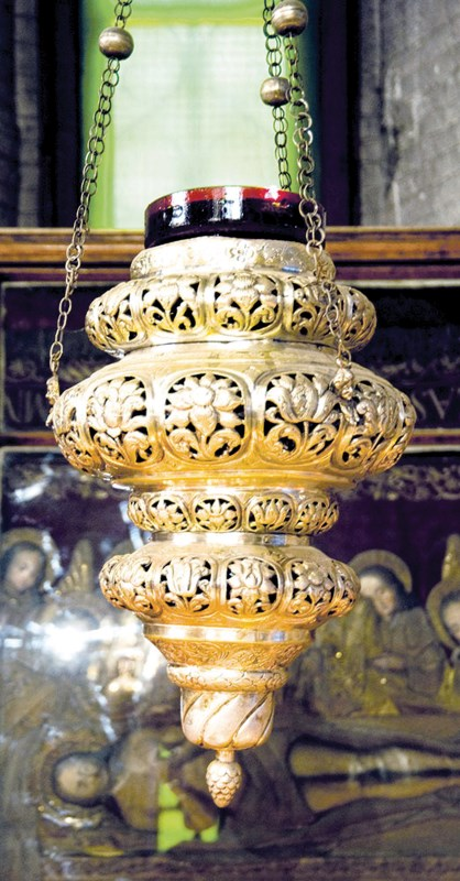 Candela lăsată de Maria Brâncoveanu pe mormântul Sfântului Constantin