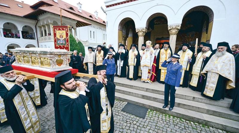 Mănăstirea Sâmbăta de Sus întâmpinându-şi ctitorul