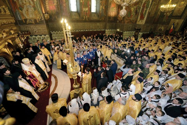 Întâmpinarea raclei cu moaştele Sfântului Constantin Brâncoveanu în Catedrala Arhiepiscopală