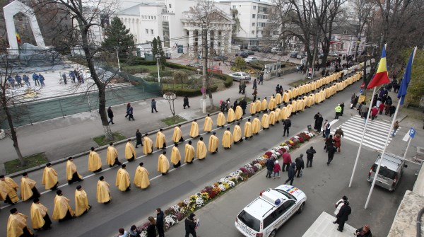 Alaiul slujitorilor participanţi la procesiune
