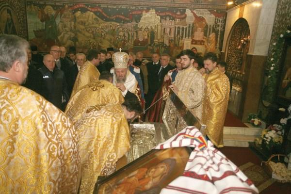 Închinare la moaştele Sfântului Domnitor Martir Constantin Brâncoveanu