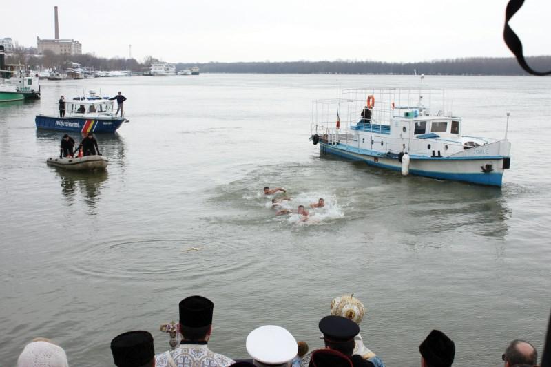Recuperarea Sf. Cruci din apele fluviului