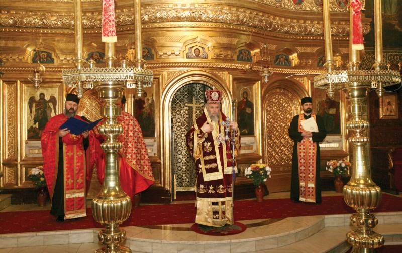 Citirea mesajului Preafericitului Părinte Patriarh Daniel adresat, la ceas aniversar,  Înaltpreasfinţitului Părinte Arhiepiscop Casian