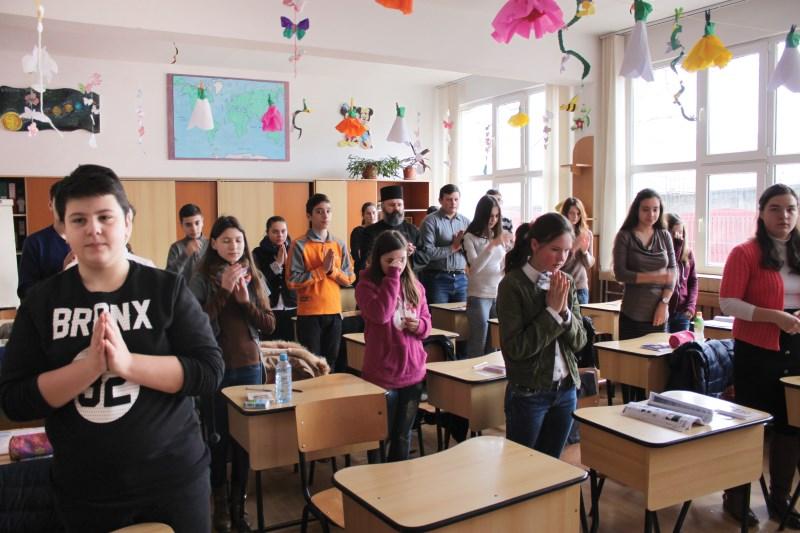 Rugăciune la începutul orelor de curs