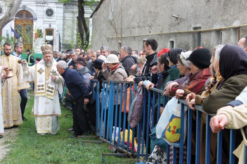 Binecuvântarea pelerinilor cu agheasmă de la Izvorul Tămăduirii