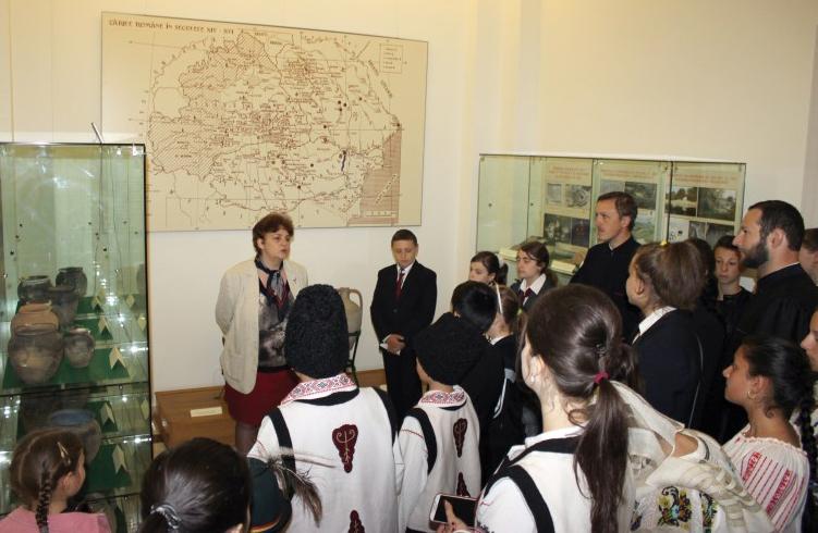 Vizitând Muzeul eparhial