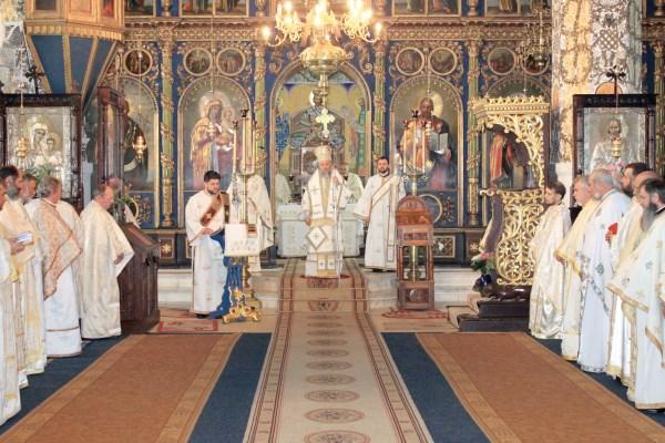 """27 mai 2015: Sfânta Liturghie arhierească în biserica """"Sf. Nicolae""""  şi Sf. Atanasie al III-lea"""", la Galaţi"""