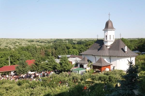 Mănăstirea Buciumeni la sărbătoarea hramului
