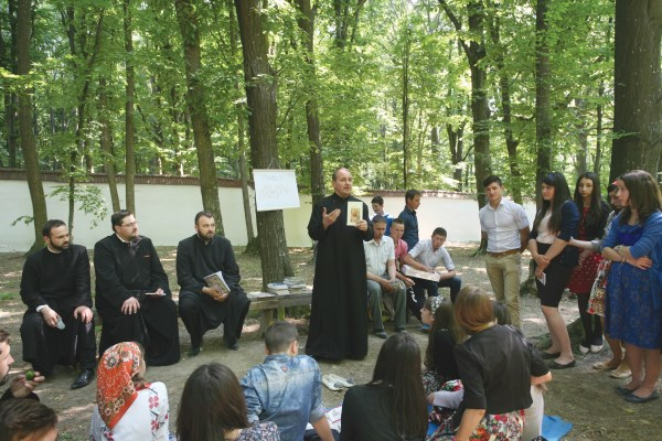Preoţii în dialog cu tinerii