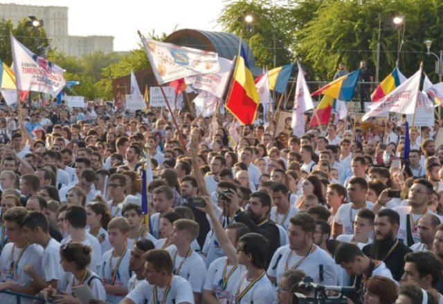 """Tineri participanţi la """"ITO 2016"""""""