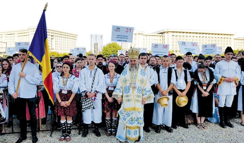 """Înaltpreasfinţitul Părinte Casian alături de participanţii la """"ITO 2016"""""""