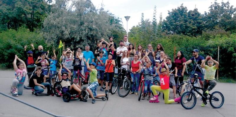 Copii şi tineri, participanţi la concursul de biciclete
