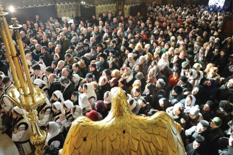 Credincioși participanți la hramul Catedralei din Galați