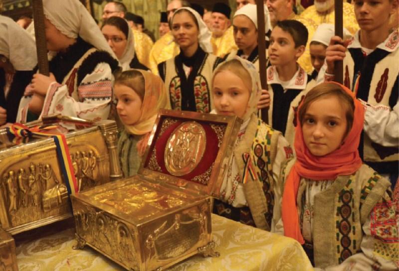 Copii la Moaștele Sfintei Mucenițe Filofteia