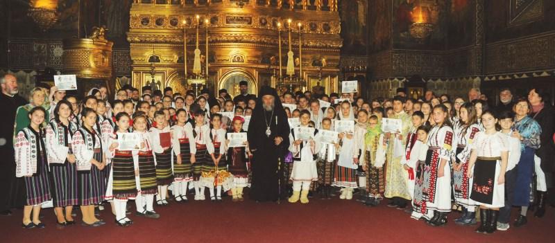 Chiriarhul Dunării de Jos și tinerii participanți la etapa eparhială a concursurilor