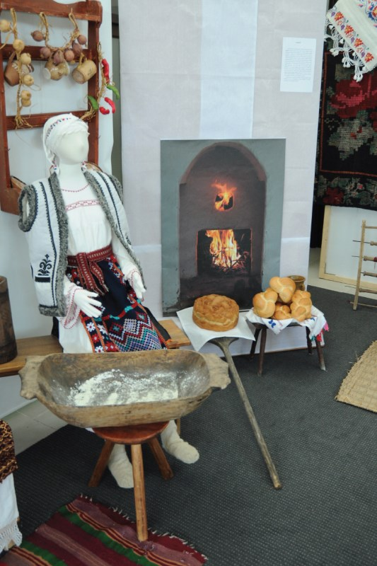 Colț cu tradiții legate de pregătirea Crăciunului, la Muzeul Eparhial
